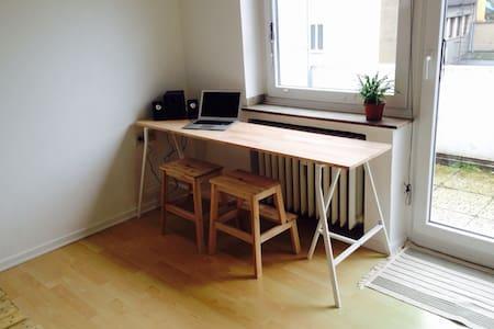 The centralest central 1 bedroom apartment - Düsseldorf - Apartment