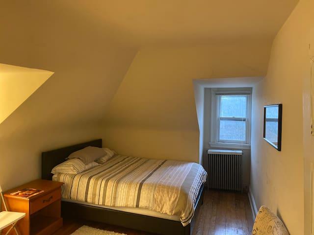 Room 2 in cozy Roland Park attic Apartment