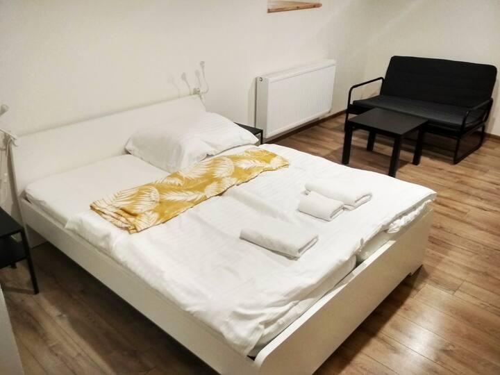 Nový romantický Apartmán Sládkovič 5 centrum mesta