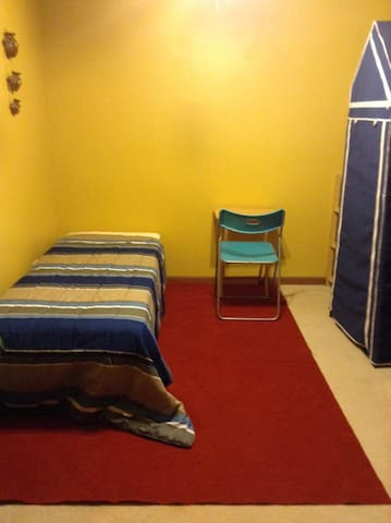 Clean, quiet perfect for on a budget travelers! - Elgin - Apartamento