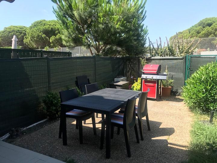 Studio climatisé avec jardin + parking 200m plage