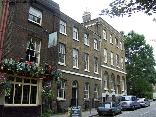 Spacious flat very close to tower bridge - Londyn - Apartament