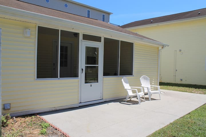 Windy Hill Beach Villa #B - North Myrtle Beach - Apartamento