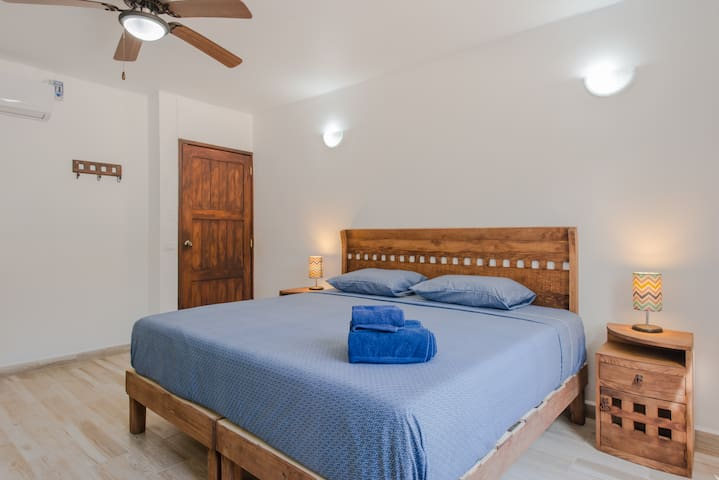 Studio with wifi, private kitchenette 'nd pool, few steps from the sea