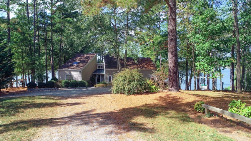 Lovely waterfront home with firepit, dock, views, and full kitchen!