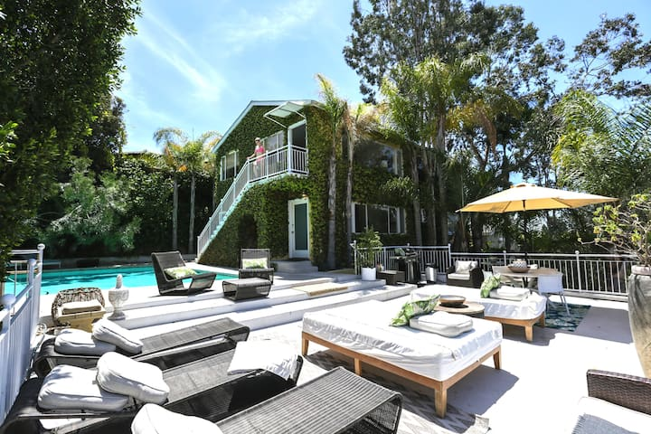 Hollywood Hills POOLSIDE VILLA 3BD /3BA ~ XL Patio