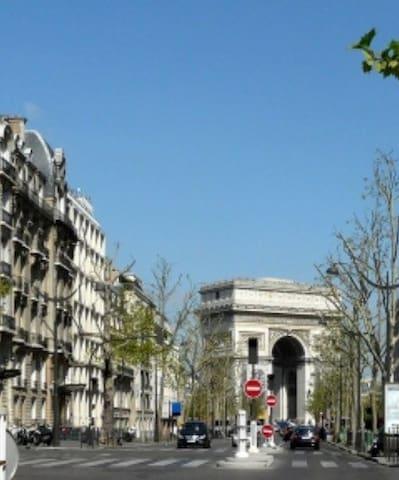 Eiffel Tower & Arc de Triomphe - Paříž - Byt