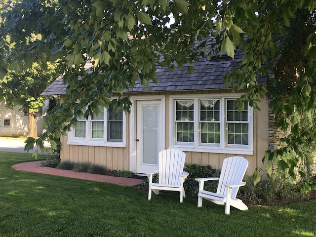 The Cottage w/ Whirlpool Bath (Massage available)