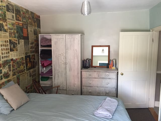 Comfy twin room in historic Bury St Edmunds