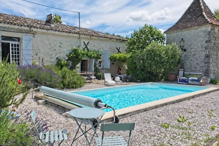 Quercy stone house with pool and stunning views