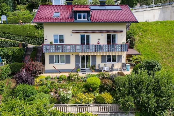 Terrassen-Ferienwohnung mit TRAUMHAFTER AUSSICHT