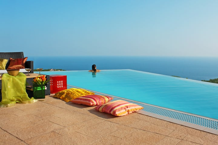 Villa  Anais with Infinity-Pool Lloret de Mar