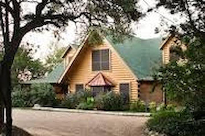 TaTonka King Honeymoon Suite- Cedars on the Brazos