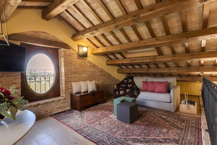 Attic apartment Il Nido: living room with double sofa bed