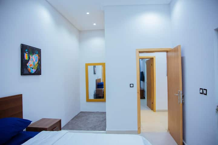 Tranquil, artistic 2-room serviced apartment.