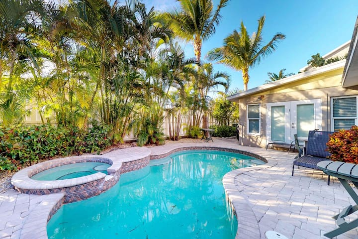 Upscale tropical getaway with private pool & spa, elevator, and more!