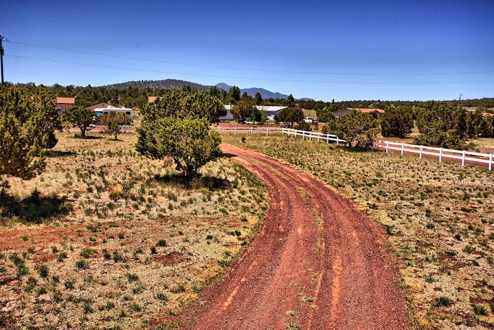 Acreage - Grand Canyon Destination - Pet Friendly!