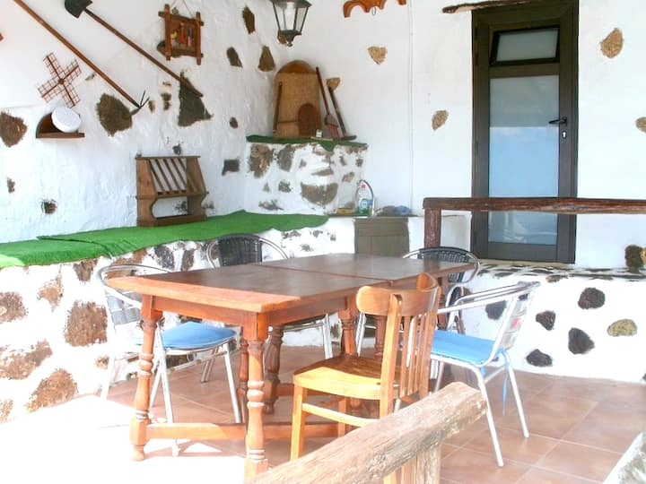House with 2 bedrooms in Mancha Blanca, with wonderful mountain view, furnished terrace and WiFi - 5 km from the beach