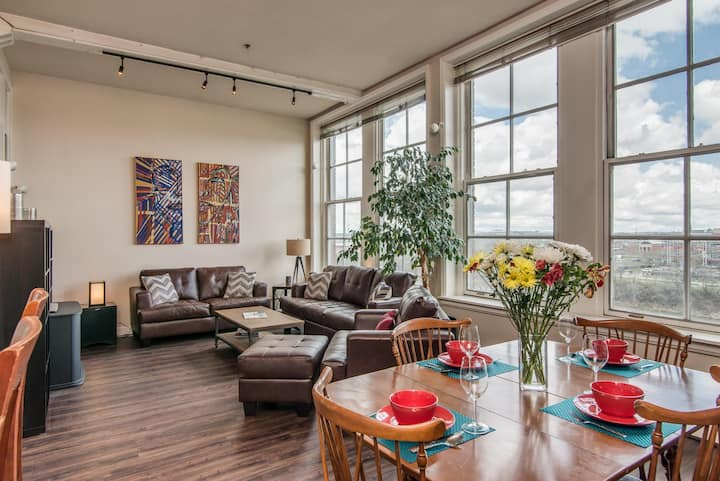 Large, Historic Downtown Loft-Walk to Everything!