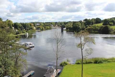 Lakeside Studio 2 Apart on Shore Lough Erne in Ekn