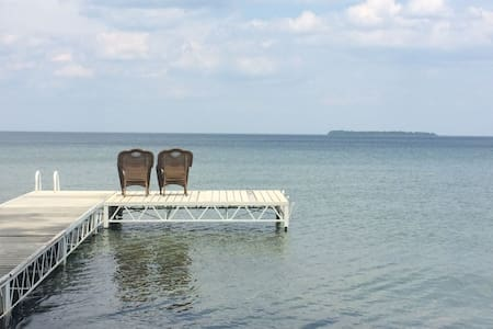 Lake Simcoe waterfront Getaway
