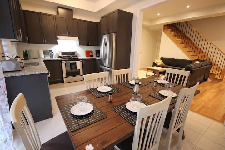 (Monthly)4BDRM Spacious Home In Richmond Hill!
