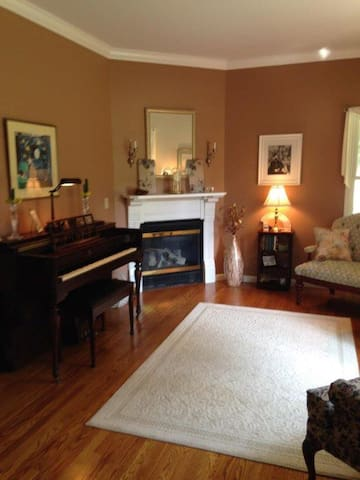 Beautiful suite with two bedrooms - Poughkeepsie - Rumah