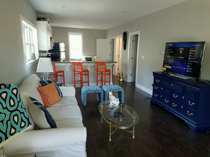 Cozy 2 Bdrm Minutes from Downtown and Nightlife