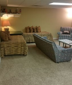Large Private Space w/ private bath - Hendersonville