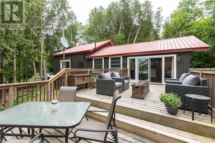 All Season Muskoka Retreat on Sparrow Lake