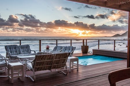 Family home - on beach - serviced - Cape Town