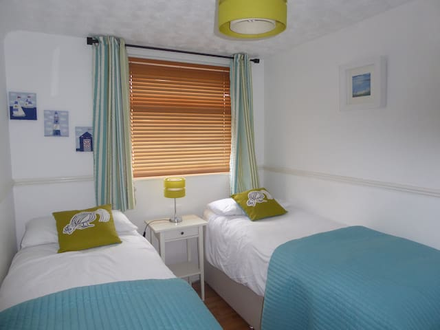 * 2 BEDROOM CHALET *  DARTMOUTH * SLEEPS 4 - 6 *