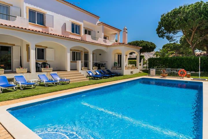 Jadlyn Blue Villa, Albufeira, Algarve !New!