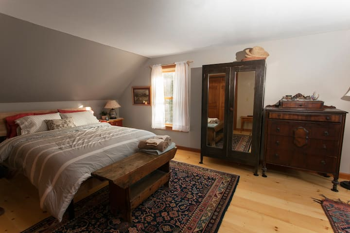 Main Bedroom At The Artist's Haven (for women )