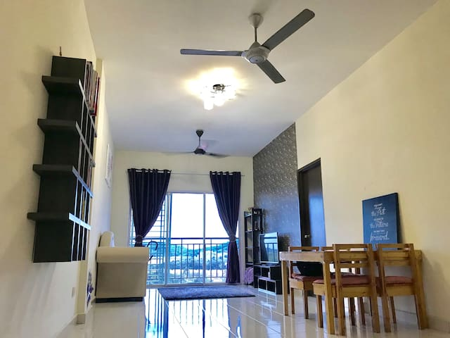 CT Homestay -Residensi Warnasari 2-(pool view)