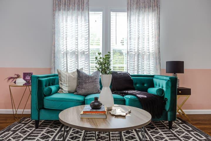 Domio | Central Austin | Stylish 3BR Duplex | Balcony