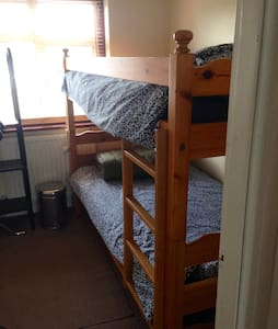 Bunk beds in small room - Sutton - House