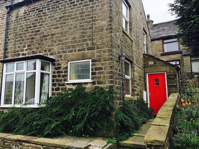 Cosy 2BD cottage below Kinder Scout - Chinley  - House