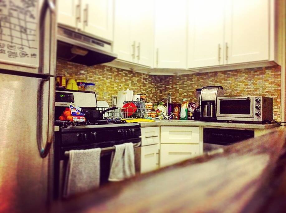 Kitchen, Gas Stove/Oven, Toaster Oven