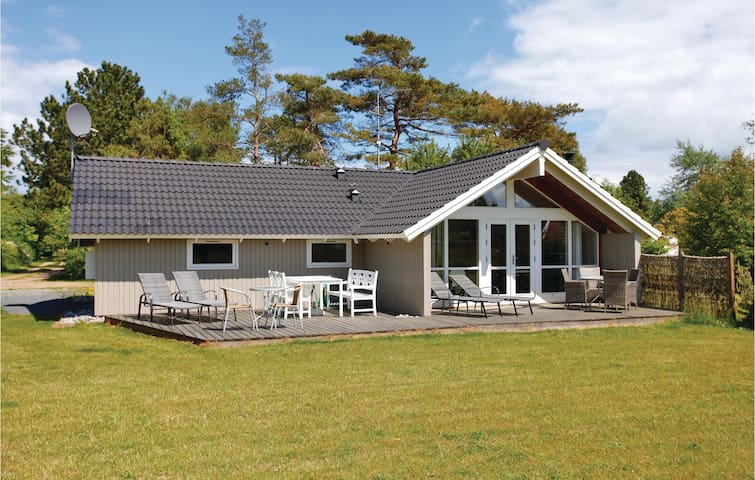 Holiday cottage with 3 bedrooms on 80 m² in Sjællands Odde