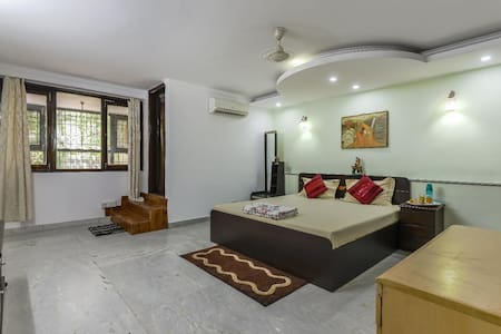 Comfortable Safe AC Ensuite Homestay in GK Room 1
