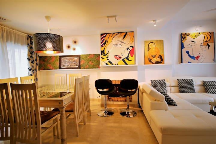 CasaDe  (; Modern Art Gallery