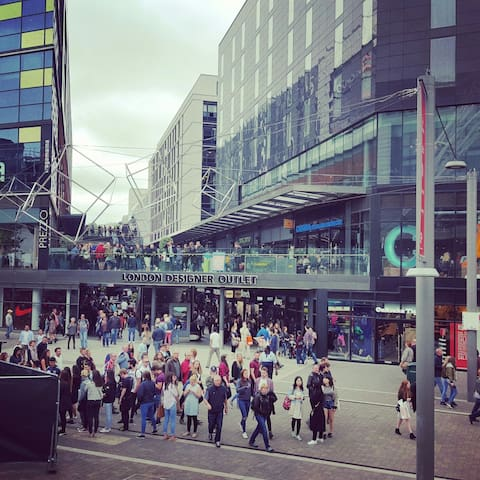 5 minutes walk to London Designer Outlet.  https://www.londondesigneroutlet.com/