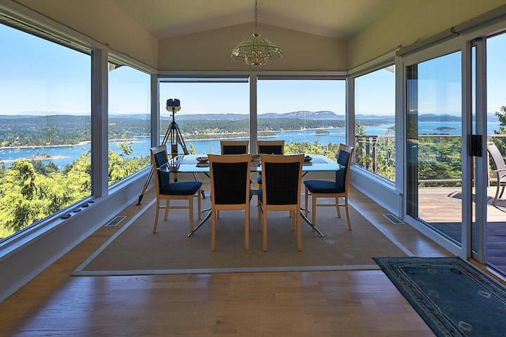LUXURY, EXECUTIVE HOME - UNPARALLELED VIEWS