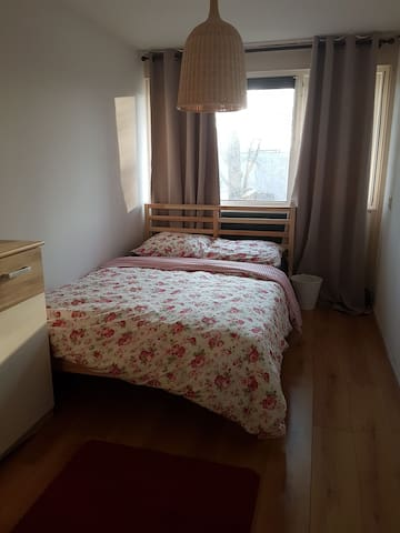 Cheap & clean room 4 one(20 min 2 CS)+free parking