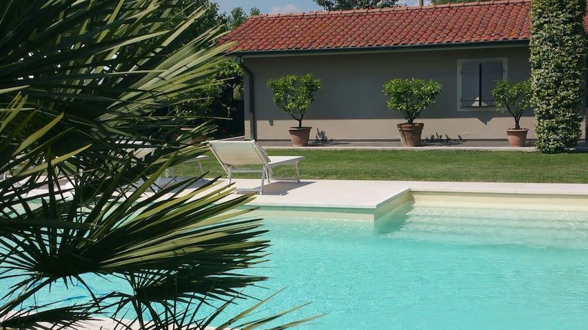 Depandance con piscina privata nel verde a Lucca - Capannori - House