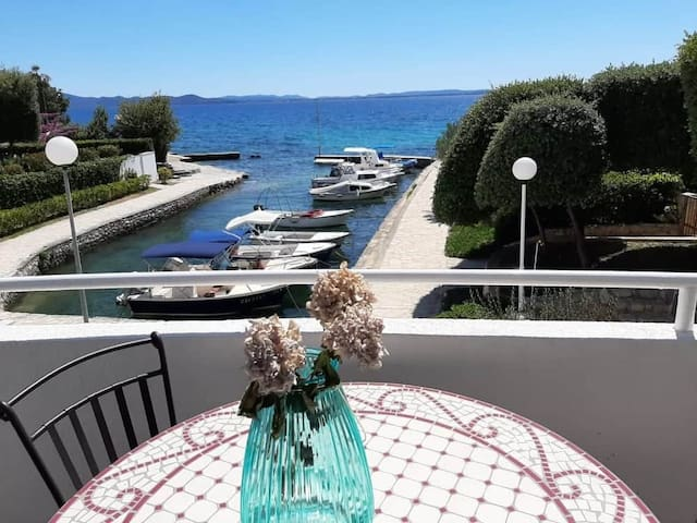 Apartment SOLEI, 5m from beach, sea view, parking
