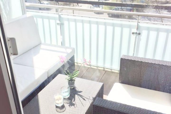 Sonnendurchflutete gehobene Wohnung mit Balkon - Münih - Daire