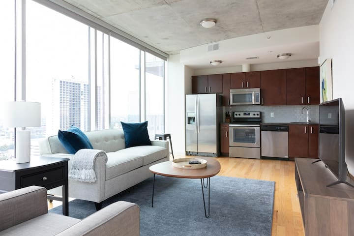 Pretty 2BR | Rooftop Pool | Downtown Houston