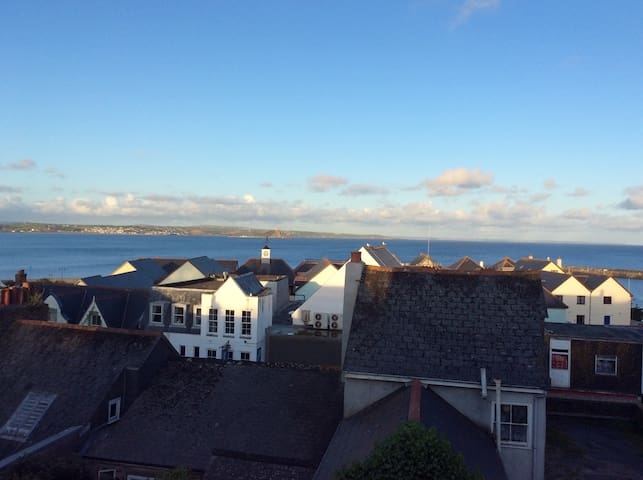 Converted warehouse with sea views over Mounts Bay - Penzance - Apartment